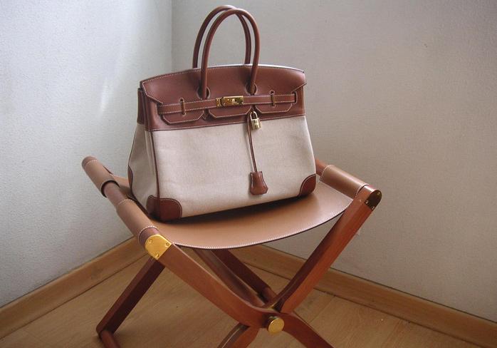 ... нее в гардеробе можно насчитать несколько десятков этих сумок различных  моделей, цветов и размеров. Говорят, коллекция сумок от Hermes звезды  достигает ... 432e58aaa62